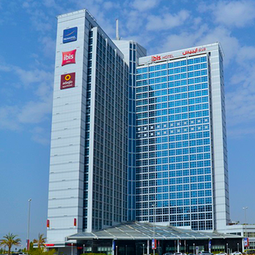 Hotel Novotel & Ibis UAE, Fujeirah city, reduces energy consumption by 26% by using Intelligent <strong>Smart Cooling™</strong>.
