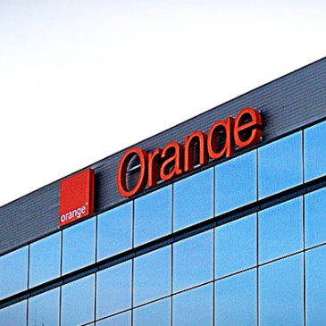 Paris – <strong>Smart Cooling™</strong> has supplied France's Orange S.A, one of the world's largest data service operators, with the latest adiabatic pre-cooling technology: the chiller booster PRO 10 system.